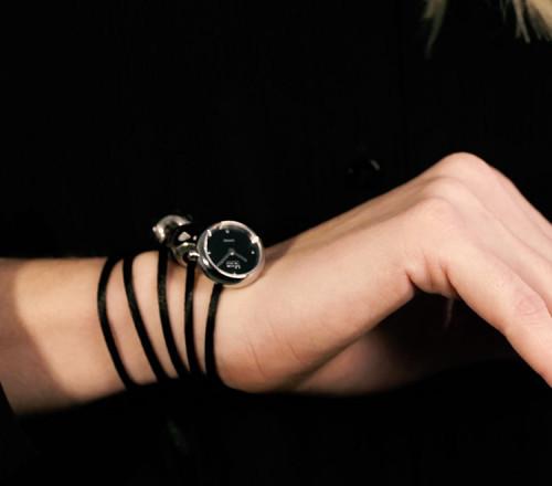 Rocking Charm-Watch mit schwarzem Zifferblatt - RCW1400