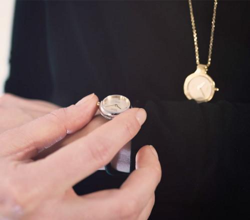 Rocking Charm-Watch mit zwei Ton Gehäuse, Perlmutt Zifferblatt und weißen Steinen - RCW2200CZ