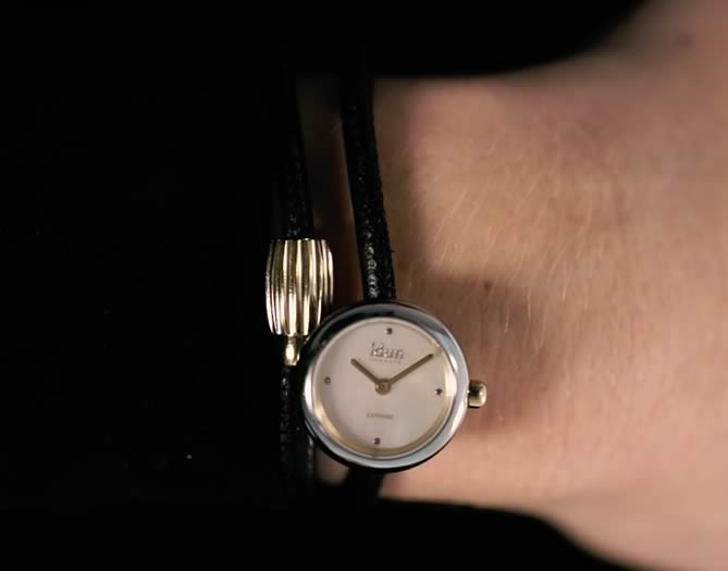 Idun Denmark Rocking Charm Watch auf doppeltem Lederarmband