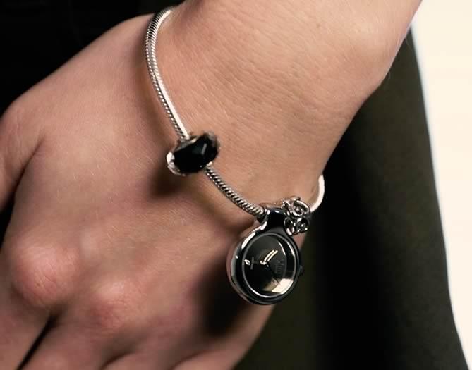 Idun Denmark Pendant Charm Watch auf Silberarmband
